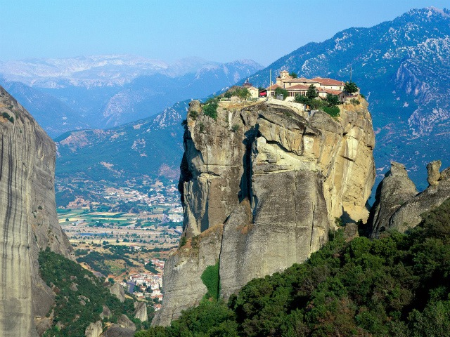 interesting_places_monastery_of_the_holy_trinity_meteora_greece2-1.jpg